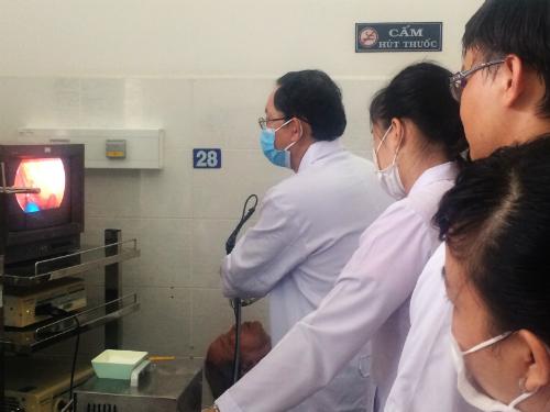 Bác sĩ chế tạo máy giúp bệnh nhân viêm xoang khỏi mổ