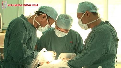 (giai doan cay tru implant chi mat thoi gian 10 – 15 phut)
