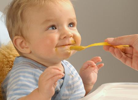 Mẹo nhỏ khi bé lười ăn, trốn bữa