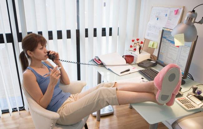 Bí kíp 'sống sót' cho người hướng ngoại làm việc tại nhà
