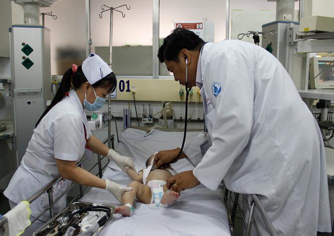 Trẻ bị sốt co giật: Những sai lầm nguy hiểm phụ huynh thường mắc phải