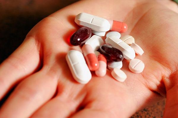 Câu hỏi 24: Tôi nam giới 60 tuổi, bị Tăng huyết Áp, bác sỹ kê đơn Betaloc ZOK 50 mg/ngày. Xin hỏi nếu uống thuốc này lâu dài có lo ngại gì không?