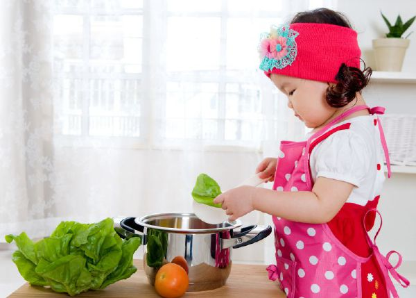 Dạy bé tự lập từ khi nào, và cách dạy như thế nào?